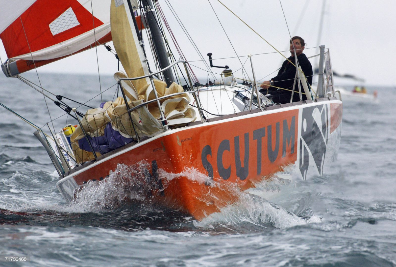 Zeilboot met logo van Scutum Security